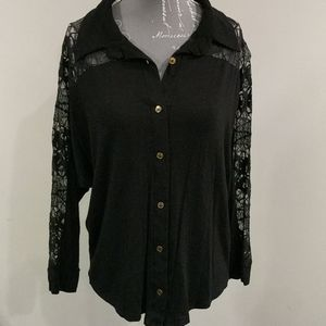 🌼 2/$20 Suzy Shier soft cotton and lace button-up